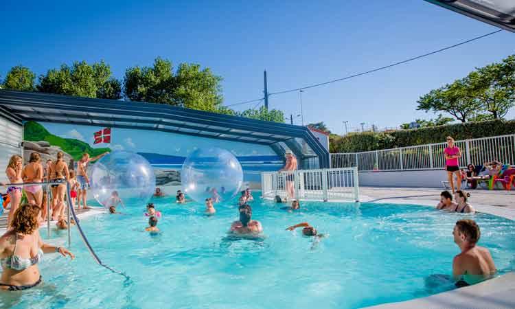 Camping pays basque avec piscine piscine couverte et for Camping au lavandou bord de mer avec piscine